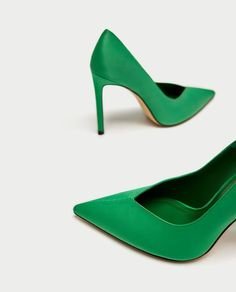 Shop Women's Zara Green size 8 Heels at a discounted price at Poshmark. Description: Brand New! Zapatos Shoes, Zara Shoes, Shoes Heels, Pumps, Zara Spain, Outfits Mujer, Evening Shoes, Office Fashion, Court Shoes