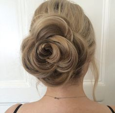 Rose updo by Libby Clark Easy Updo Hairstyles, Short Hair Updo, Summer Hairstyles, Short Hair Styles, Updos, Hairdos, Rose Hairstyle, Ball Hairstyles, Braid Hair