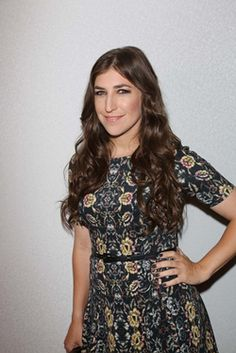 mayim bialik rosh hashanah 2013 - Why can't I look like this? Love the hair, makeup and dress! Beautiful Gorgeous, Gorgeous Women, T Length Dress, Amy Farrah Fowler, Mayim Bialik, Jim Parsons, Rosh Hashanah, Floral Tops, Joey Lawrence