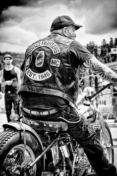 Harley Davidson Panhead, Harley Bobber, Biker Clubs, Motorcycle Clubs, Biker Photos, Bike Gang, Honda, West Coast Choppers, Triumph