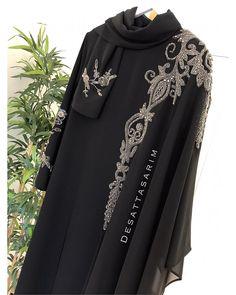 No photo description available. Abaya Style, Hijab Style, Abaya Fashion, Muslim Fashion, Fashion Dresses, Most Beautiful Dresses, Beautiful Hijab, Abaya Designs Latest, Hijab Abaya