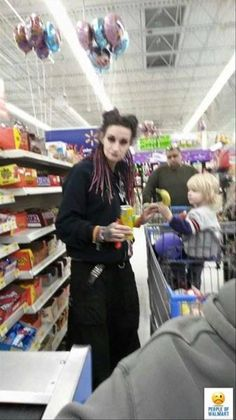 In this post we've listed awesome 26 pics viral funny people of walmart pictures that are sure to make you laugh, scroll down and enjoy peeps: Funny Walmart Pictures, Funny Pictures With Captions, Walmart Funny, Funny People Quotes, Funny People Pictures, Girl Humor, Mom Humor, Love Pictures For Him, Funny Dog Fails