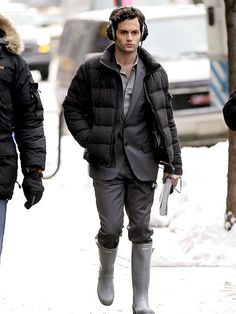 Hehe I love Dan Humprey even more in these Hunter Boots. #LonelyBoy