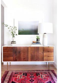 Un salon avec un tapis aux couleurs chaudes pinterest deco inspiration intérieur