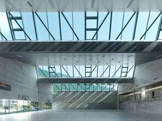 Salle de sport triple by Meyer architecture + Savioz Fabrizzi Architectes (Switzerland, Gymnasium Architecture, Stadium Architecture, Building Architecture, Contemporary Architecture, Interior Architecture, Roof Detail, Sports Complex, Learning Spaces, Construction