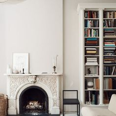 I'm really feeling this fireplace library lounge by #TomDelavan