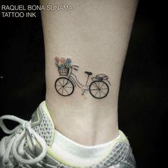 """""""Bicicleta! Tatuagem feita pela tatuadora Raquel Bona Sunama no Tattoo Ink - Rua da consolação 2761 - Jardins (11) 3562-5573 / (11) 2592-0292 Horário de…"""""""