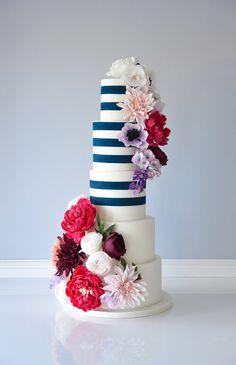 Bezchybné povrchové úpravy Trieda základov online koláčov: 2.0 Kúpte si ich teraz, naučte sa kedykoľvek - škola torty Suzanne Esper Luxury Wedding Cake, Wedding Cakes, Artisan Cake Company, Edible Cake Toppers, Fondant Figures, Cake Decorating Tutorials, Gorgeous Cakes, Girl Cakes, Sugar Flowers