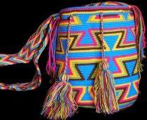 The Mochilas Wayuu we offer are expertly handcrafted by the Wayuu women in la Guajira, Colombia. Street Fashion, Boho Fashion, Urban Art, Friendship Bracelets, Bucket Bag, Backpack, Crochet Patterns, Yoga, Colorful