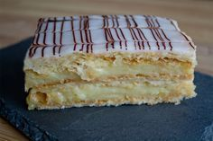 The mille-feuille is a traditional French pastry that can be found in any bakery in France. What is the mille-feuille and how is it decorated? Chocolate Line, Chocolate Fondant, Foundant, French Pastries, Cheesecakes, Vanilla Cake, Bakery, Deserts, Dessert Recipes