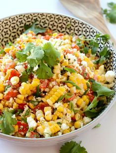 Grilled Corn Salad is simple and easy recipe that has all the flavors I love. Grilled corn, sauteed onions and peppers with queso fresco cheese and lime. Perfect side to your Summer BBQ. Grilled Corn Salad, Clean Eating, Healthy Eating, Corn Salads, Big Salads, Comida Latina, Cooking Recipes, Healthy Recipes, Healthy Salads
