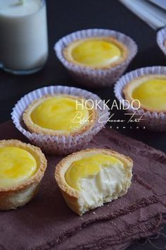 this is the most delicious cheesetart i ever ate! Bake Cheese Tart, Cheese Tarts, Hokkaido Baked Cheese Tart, Asian Buns, Dessert Cake Recipes, Desserts, Brie Bites, Asian Cake, Japanese Sweets