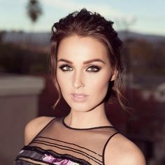 Camilla Luddington looked absolutely stunning last night for the People's Choice Awards. Celebrity makeup artist Troy Jensen glammed up his muse using Ardell 'Demi Wispies topped with Individual' lashes. Photographed by Troy Jensen. Camilla Luddington, William Kate, Prom Makeup, Hair Makeup, Charlize Theron Hair, Elizabeth Arden Flawless Finish, Pale Lips, Beauty Makeup, Wedding Photography