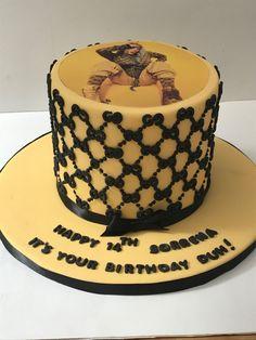 Gucci Cake, Vintage Cupcake, Desserts, Food, Tailgate Desserts, Deserts, Essen, Postres, Meals
