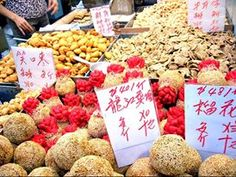 Apart from all those steamed cakes, these deep-fried snacks like Deep-fried Sweet Dumplings (油角), Sesame Balls (煎堆), Laughing Sesame Balls (笑口棗), etc are also the classic food for Chinese New Year in Hong Kong. So, be prepared to put on weight after CNY!