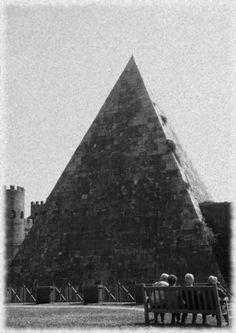 Pyramid of Cestius in Rome, Italy  http://www.tourabsurd.com/food-tour-rome-italy/