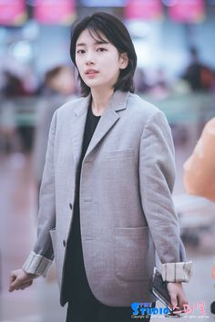 Bae Suzy, Korean Actresses, Korean Actors, Korean Girl, Asian Girl, Medium Hair Styles, Short Hair Styles, Miss A Suzy, Medium Cut