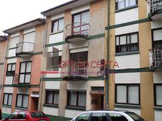Apartamento T2 em Oliveira do Douro, com 80m2 e localizado no 1º andar, encontrando-se a ser renovado.Excelente localização junto de acessos, à VCI Gaia, com ligação á ponte do Freixo e ponte arrábida, IC1, A44, A29, facilidade de acesso à ponte do Infante A 1500M DO El corte inglês e avenida da Republica, O apartamento tem 2 frentes, a norte esta a sala e cozinha com despensa e respetiva marquise a sul encontrasse os 2 quartos um deles com varanda e uma casa de banhoszona muito procurada…