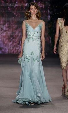 SPFW: Inspire-se nas passarelas na hora de escolher o seu vestido de festa - Moda - UOL Mulher