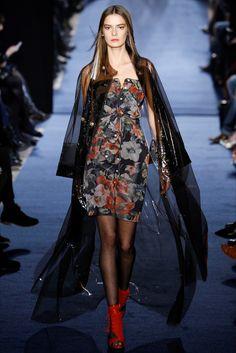 Guarda la sfilata di moda Alexis Mabille a Parigi e scopri la collezione di abiti e accessori per la stagione Collezioni Autunno Inverno 2016-17.