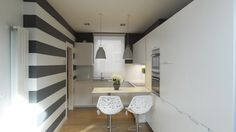 small little kitchen grey Grey Kitchens, Home Kitchens, Kitchen Grey, Cocina Office, Little Kitchen, Beautiful Kitchens, Small Spaces, House Design, Furniture