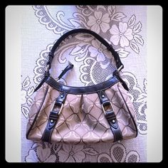 Patterned beige purse. Price is negotiable :) Shows signs of use. Has a blue stain on the front barely noticeable. It has some stains on the inside. Needs some tender love and care :) price is negotiable. Make an offer! :) Nine West Bags