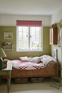 This Edwardian cottage comes to life through neutral colours and vivid vintage fabrics  - countryliving.co.uk