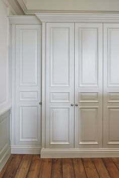 For luxury bespoke fitted wardrobes, discover The Heritage Wardrobe Company. Para luxuosos guarda-roupas sob medida, descubra The Heritage Wardrobe Company. Bedroom Built In Wardrobe, Bedroom Built Ins, Fitted Bedroom Furniture, Fitted Bedrooms, Wardrobe Doors, Home Decor Furniture, Luxury Wardrobe, Furniture Movers, Wardrobe Door Designs