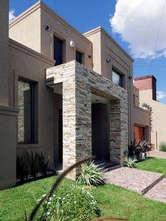 Mirá imágenes de diseños de Casas estilo moderno}: GRECO II HOUSE. Encontrá las mejores fotos para inspirarte y creá tu hogar perfecto.