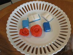 How to make…a closed book out of fondant  