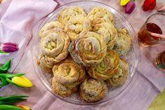 Vaniljbullar - recept av Roy Fares | Mitt kök Roy Fares, Grandma Cookies, Lollipop Candy, Cookie Box, Candy Cookies, Fika, Pie Dessert, No Bake Desserts, Sweet Recipes