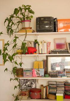 Interiores #121: La propia – Casa Chaucha Estilo Interior, Interior Styling, Interior Design, Home Studio, House Colors, Bookshelves, Home Crafts, Shelving, Home Goods