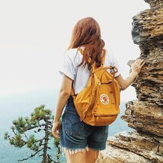 Be someone who takes risks- like climbing a mountain, trying something unfamiliar, opening up your heart. Nothing good comes without the possibility of a failure. Kanken Backpack, Urban Outfitters, Abs, Backpacks, My Style, How To Wear, Instagram, Photoshoot Vintage, Vsco