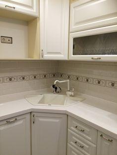 60 Kitchens with mirrors - beautiful photos - Home Fashion Trend Kitchen Decor, Home Decor Kitchen, Small Kitchen Decor, Kitchen Room Design, Kitchen Modular, Kitchen Cabinet Styles, Kitchen Design Small, Custom Kitchens, Interior Design Kitchen Small