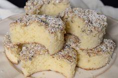 Nebíčko v tlamičce - křehké oříškové půlměsíčky Czech Desserts, Holiday Desserts, Cake Recipes, Dessert Recipes, Oreo Cupcakes, Czech Recipes, Greens Recipe, Something Sweet, Graham Crackers
