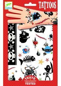 Cette pochette de tattoos ou tatouages temporaires pour enfants sur le thème des pirates comporte 2 planches avec au total 45 motifs à appliquer sur la peau. Avec ces tattoos, les enfants réveilleront leur âme de pirates !