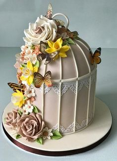 52 Ideas for birthday cake decorating flowers wafer paper Fancy Cakes, Cute Cakes, Pretty Cakes, Beautiful Cakes, Amazing Cakes, Fondant Cakes, Cupcake Cakes, Bird Cage Cake, Super Torte