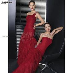 http://www.lemienozze.it/operatori-matrimonio/vestiti_da_sposa/atelier-fausto-sari/media/foto/15 Abito da cerimonia rosso scuro con gonna voluminosa.