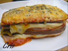 Lasaña de berenjena con jamón y queso, foto 2 Food N, Food And Drink, Mexican Food Recipes, Healthy Recipes, Eggplant Recipes, Canapes, Lasagna, Tapas, Paleo