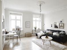 Sekelskiftestvåa med kakelugn och södervänd balkong ‹ Dansk inredning och design