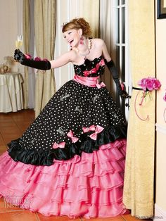 Barbie Bridal pink and black wedding dress with ball gown silhoutte and pink bows , 2010 collection