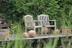 Hier finden Sie hochwertige Gartenmöbel, die wir sorgsam ausgewählt haben. Die verwendeten Materialien und deren Verarbeitung sind für langlebige Gartenmöbel ausschlaggebend. Beim Design gibt es ebenso keine Experimente, sondern...