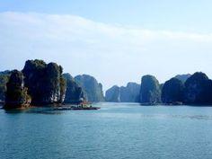A la découverte de l'alternative numéro 1 à la traditionnelle baie d'Halong. Cat Ba c'est moins de touriste, moins cher, mais pas moins magnifique! Toutes les infos: http://www.novo-monde.com/article-baie-d-halong-cat-ba.php