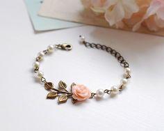 Pfirsich Pink Blume Creme Perlen Messing Blatt Armband von LeChaim