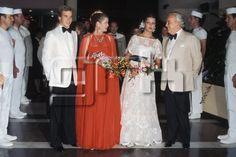 La princesse Grace de Monaco et le prince Rainier avec leurs enfants le prince Albert et la princesse Caroline de Monaco au bal de la Croix-Rouge en août 1976 à Monaco. Copyright : GAMMA