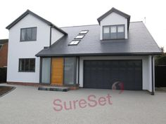 A SureSet permeable domestic driveway is an eye pleasing alternative to loose gravel, concrete, and brick. House 2, House With Porch, House Front, Modern Bungalow Exterior, Modern Bungalow House, Dream House Exterior, Bungalow Ideas, Resin Driveway, Driveway Paving