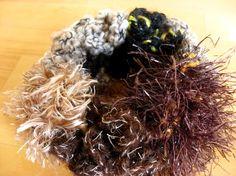 ■□ 秋冬物のためSALE価格に変更しました! 20%OFF!! □■ブラウンを基調にした、いろいろな素材の毛糸で編んだボリュームたっぷりのシュシュです。留め...|ハンドメイド、手作り、手仕事品の通販・販売・購入ならCreema。