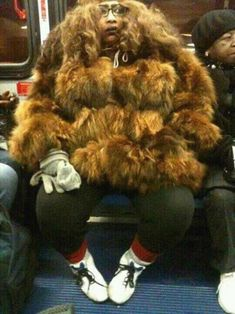 Sasquatch or Chewbacca? Fur Coat Fashion Fail: I can't tell whether this is chewbacca or sasquatch but I do know that this coat is the ugliest I've ever seen. Moda Fail, Poorly Dressed, Fur Coat Fashion, People Of Walmart, Fashion Fail, Bad Fashion, Fashion Oops, Weird Fashion, Fashion 101