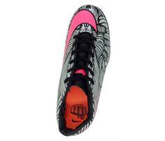Chuteira Futsal Nike Hypervenom Phelon 2 Neymar Jr Prata e Rosa - Cabedal confeccionado em material sintético. Conta com fechamento em cadarço. Traz o logotipo da marca nas laterais e no solado. Forro em material sintético com reforço alcochoa...