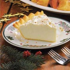 Homemade Eggnog Pie Recipe -This dessert is a festive finale. It is rich and scrumptious. Holiday Pies, Holiday Recipes, Holiday Foods, Pie Dessert, Dessert Recipes, Desserts, Eggnog Pie, Illinois, Homemade Eggnog